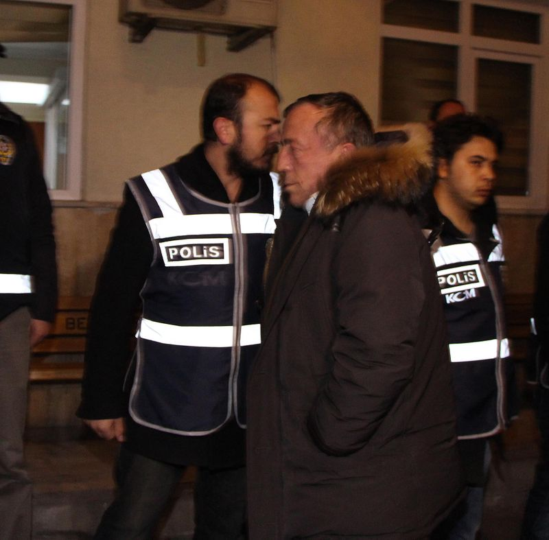Rıza Sarraf yakalanınca bir haller oldu: Ali Ağaoğlu Türkiye'yi terk ediyor