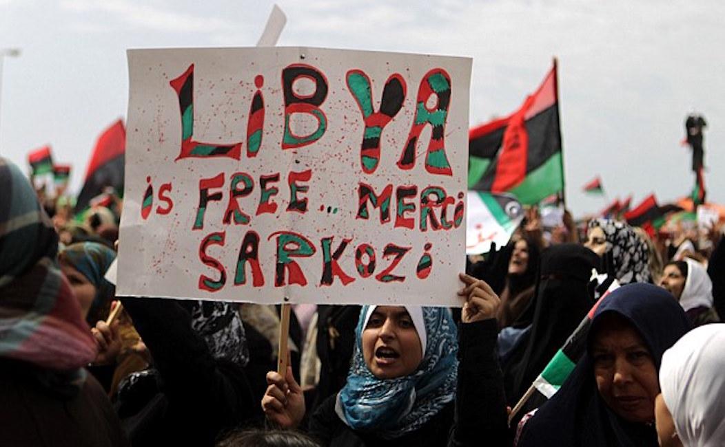 Fransa Libya'da savaşa doymuyor