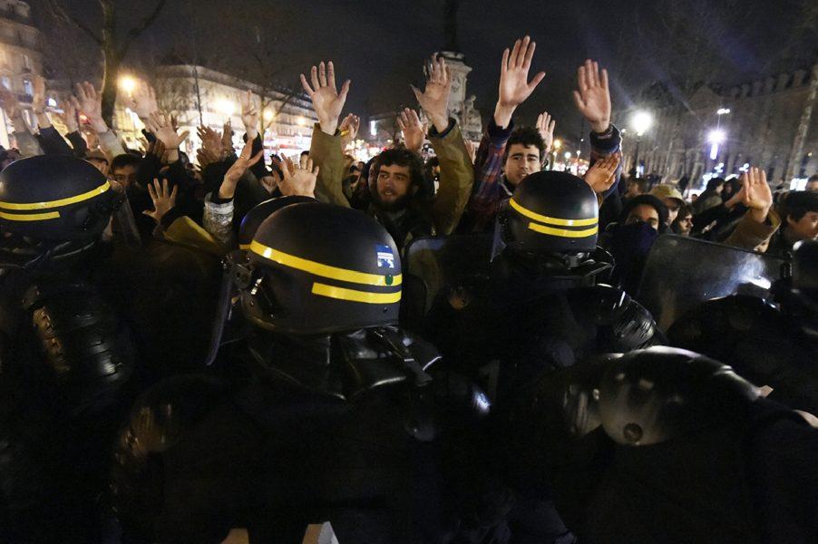 Paris'te polisle çatışma