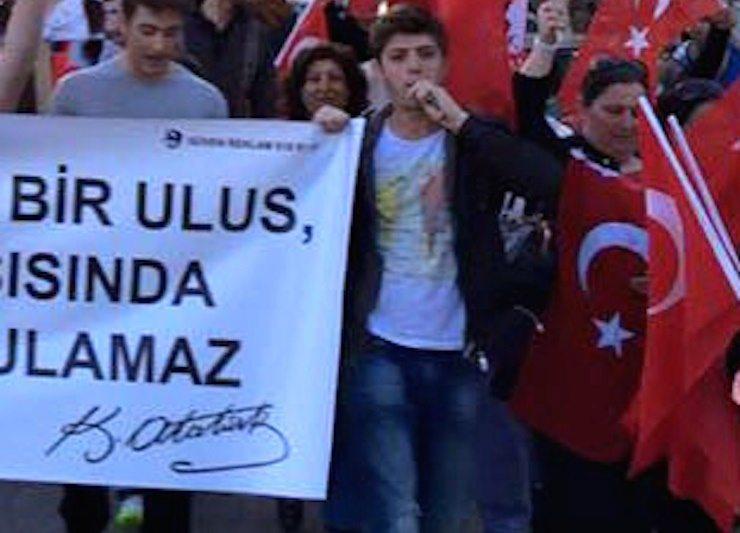 23 Nisan'da slogan attı, tutuklandı!