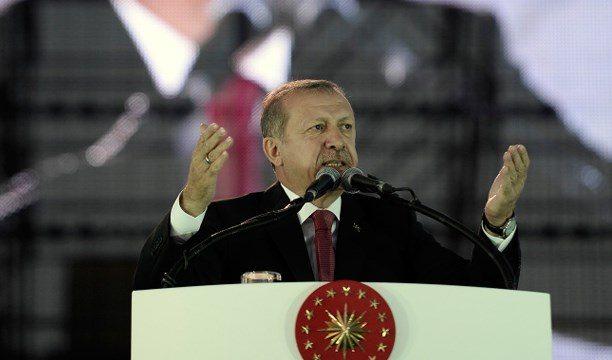 Erdoğan Davutoğlu'na çattı: Ne demek akademisyenler tutuksuz yargılanacak?