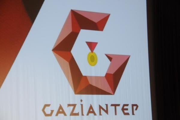 AKP halkın parasını saçmaya devam ediyor: 760 bin liraya alınan logo 140 liralıkmış