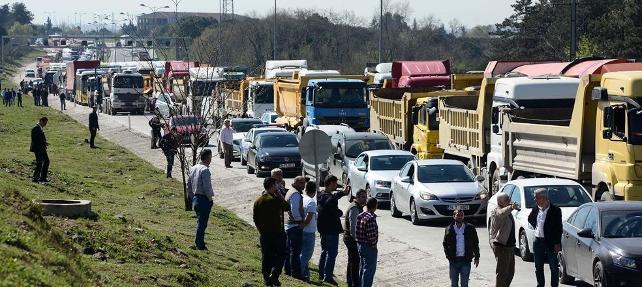 TEM'de 500 hafriyat kamyonuyla eylem