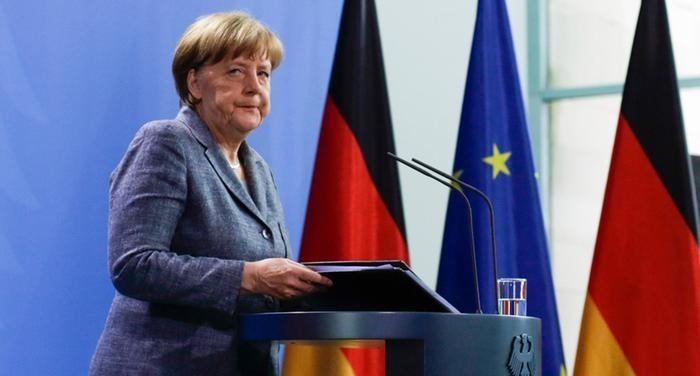 Alman mizahçılar Merkel için de şarkı yaptı