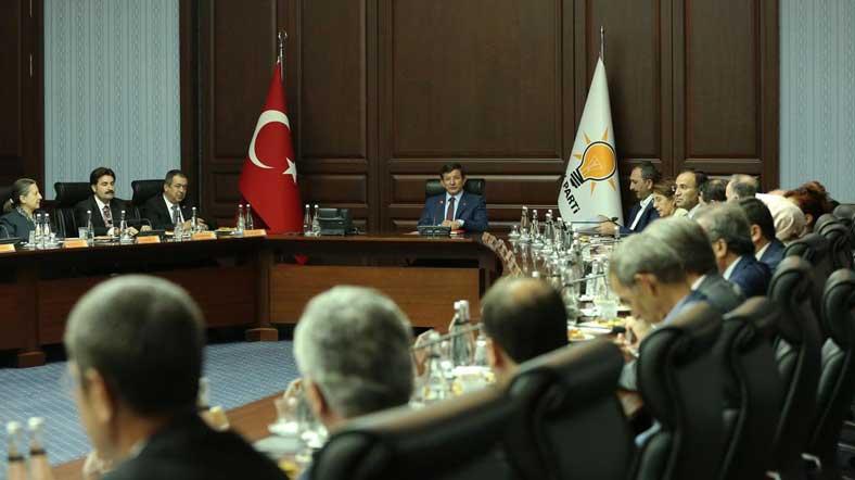 Davutoğlu'nun atama yetkisi elinden alındı: AKP'de