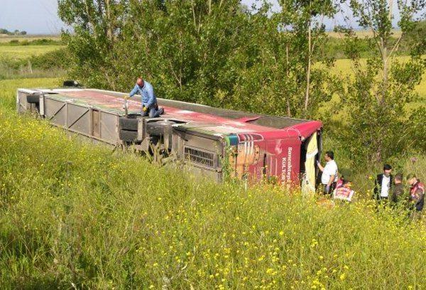 Gelibolu'da otobüs devrildi... Ölü ve yaralılar var
