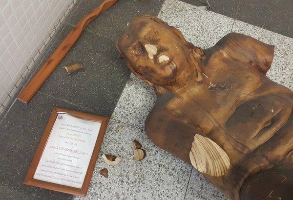 Gericilerin hedefi olmuştu: İzmir'de 'müstehcen' heykele balyozlu saldırı!
