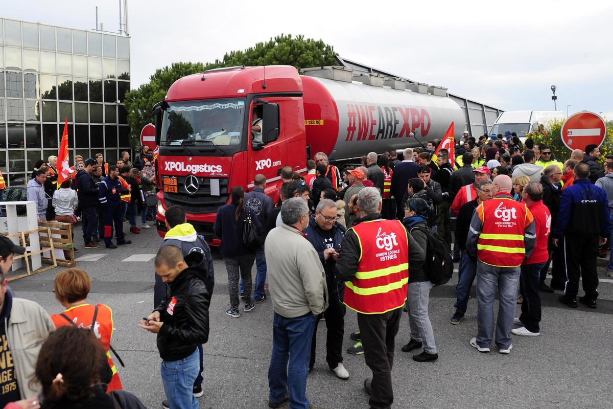 Fransa'daki sendika eylemleri nükleer santrallere de sıçradı