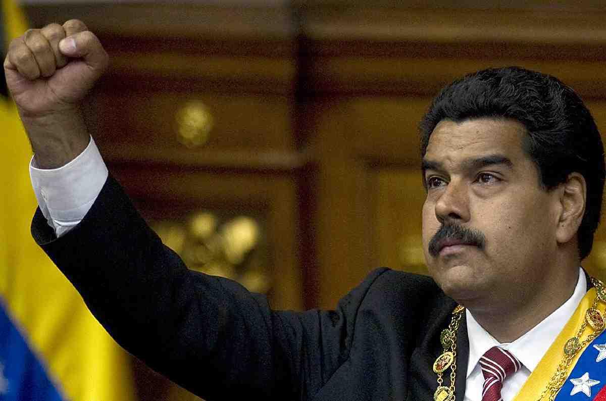 Maduro: Venezuela'yı, Bolivarcı devrimi, Chavez'i çılgınca seviyorum