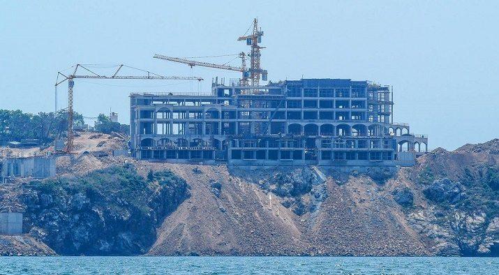 Yassıada'da 'beton ucube' yükseliyor, katliam sürüyor