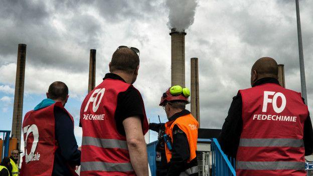 Fransa'da nükleer santraller de greve katıldı! Grev yayılıyor