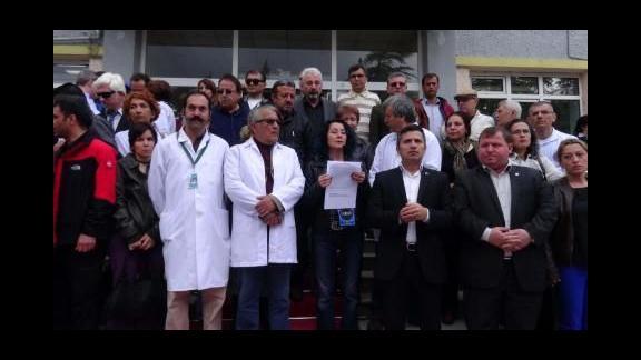 Yılın doktoru bıçaklı saldırıya uğradı, doktorlar iş bıraktı