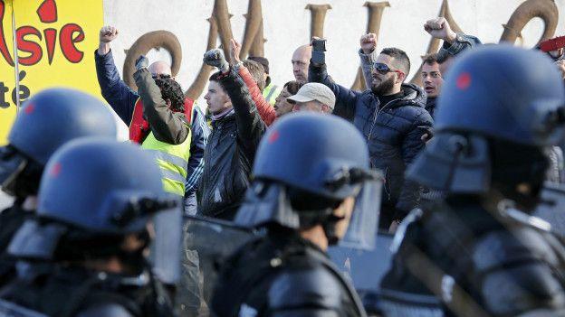 Fransa'da hayat duracak: Ulaşımda da grev başlıyor