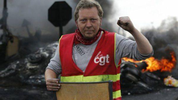 Fransa boyun eğmiyor! Yeni iş yasasına karşı 300 bin kişi sokağa çıktı!