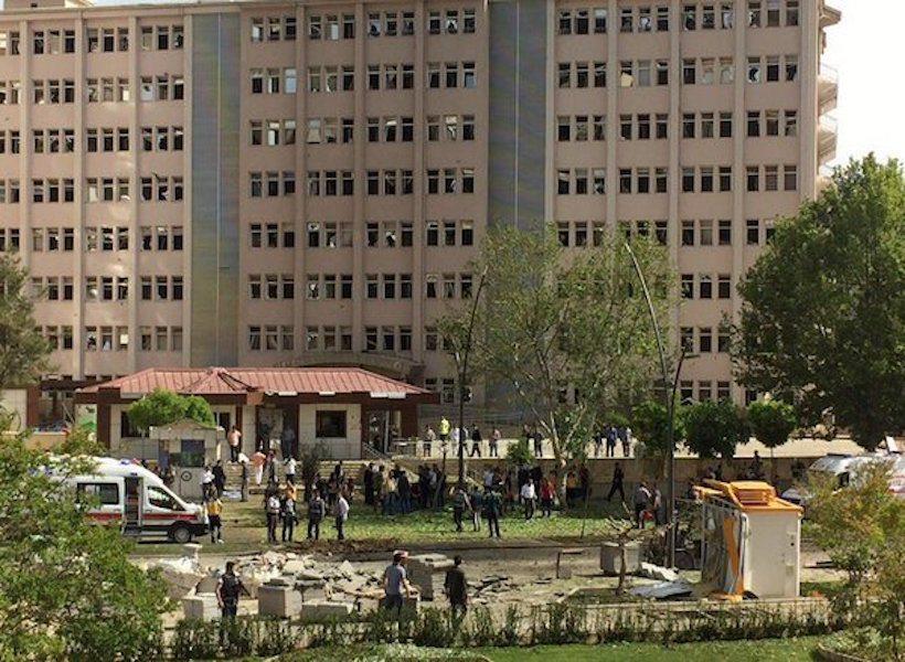 IŞİD Gaziantep Emniyet Müdürlüğü'ne saldırdı: 2 kişi hayatını kaybetti