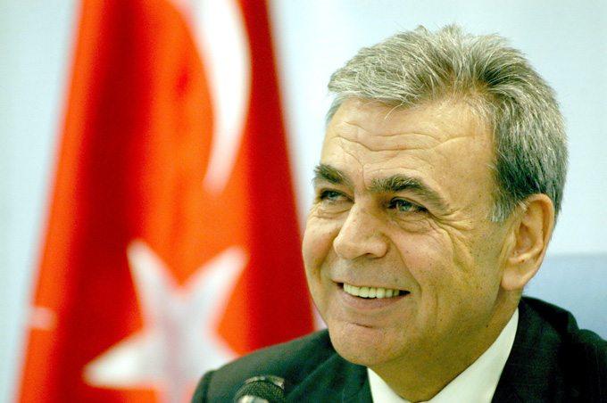 Afrin operasyonunu savunan Aziz Kocaoğlu'na AKP'den tebrik geldi