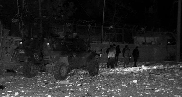 Mardin Midyat'ta karakola bombalı araçla saldırı