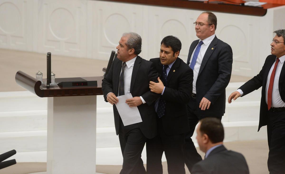 Şamil Tayyar yakışanı yaptı: Meclis'te