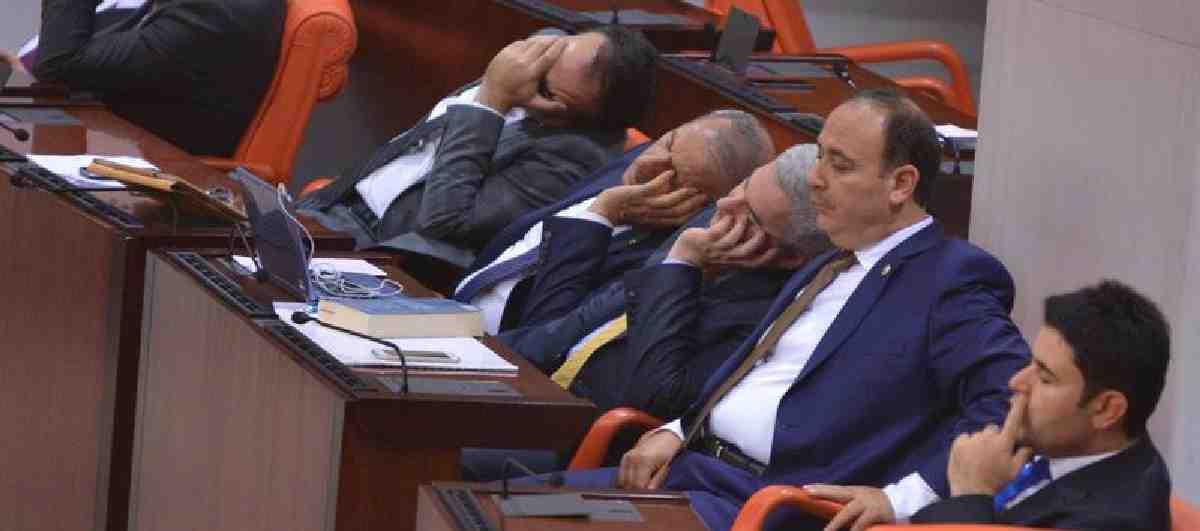 AKP'li bakan ve milletvekilleri 16-18 Mayıs tarihlerinde Ankara'dan ayrılmayacak