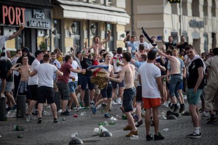 VİDEO | Fransa'da 'Rus-İngiliz cengi': Taraftarlar birbirine girdi