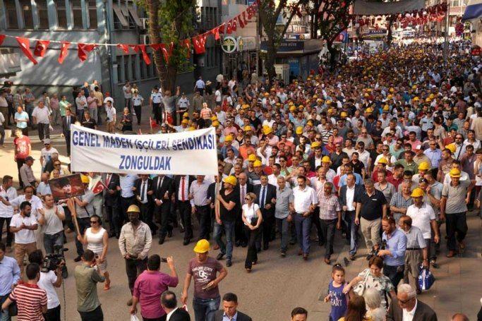 VİDEO | Zonguldak'ta yüzlerce madenci özelleştirmeye karşı yürüdü