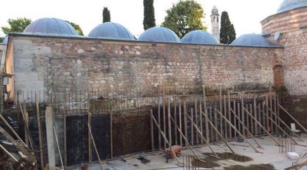 Üsküdar'da 500 yıllık Mimar Sinan eserinin dibine beton döktüler!