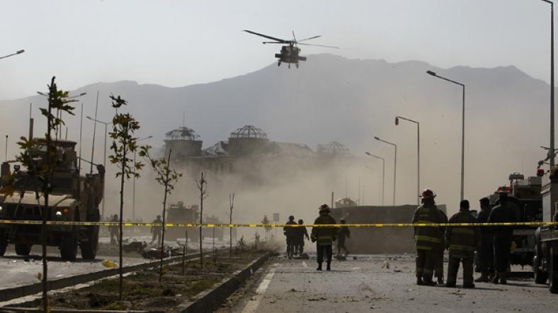 Afganistan'da emniyet konvoyuna saldırı: 40 polis hayatını kaybetti