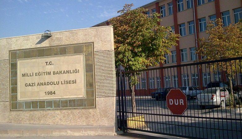 Liselilerin isyanı Başkent'e sıçradı: Selam olsun karanlığa arkasını dönenlere!