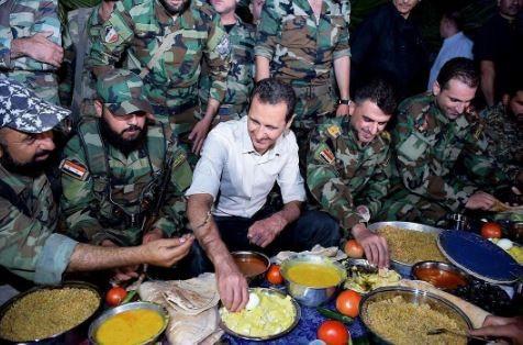 Esad, cephe hattındaki askerlerle iftar yaptı