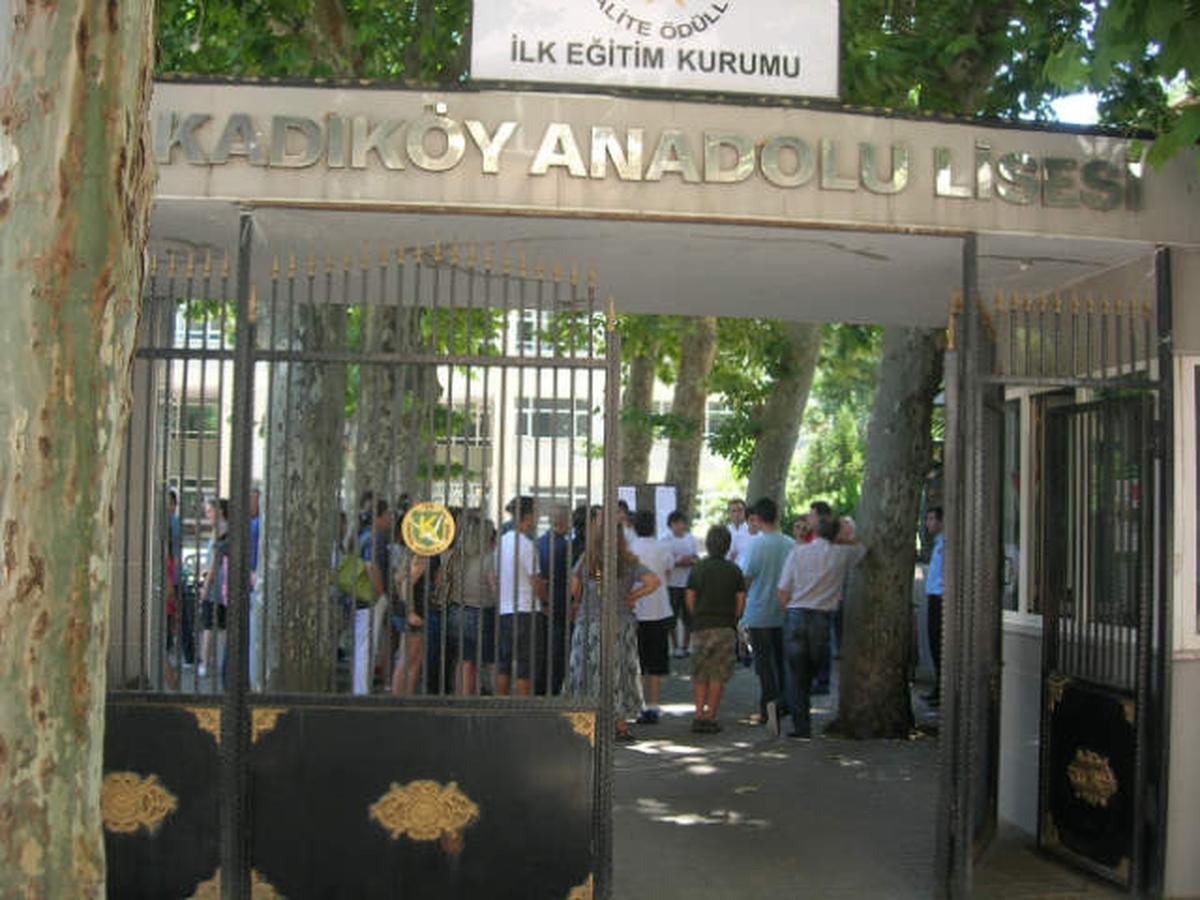 Bir bildiri de Kadıköy Anadolu Lisesi öğrencilerinden