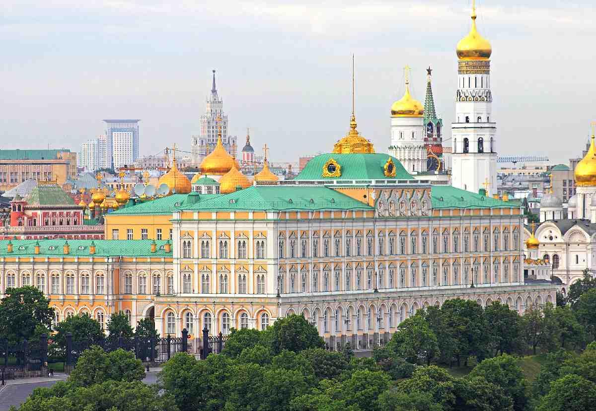 Rusya'dan diplomatların sınır dışı edilmesine tepki