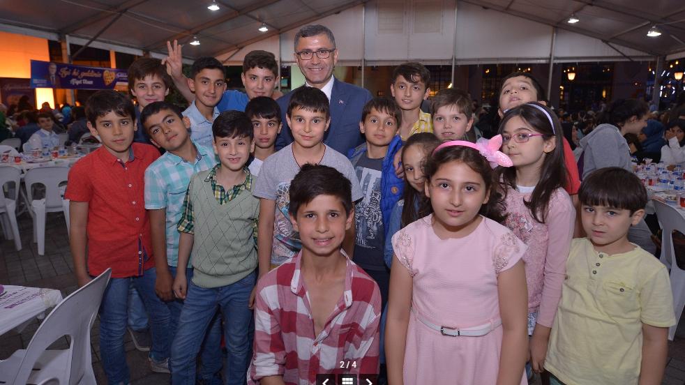 AKP'li belediye çocukları 'iftar'da buluşturdu