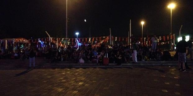 Taksim'de turistler ortada kaldı, oteller ve taksiciler 'pes' dedirtti!