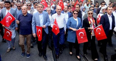 AKP heyeti Taksim'e yürüdü