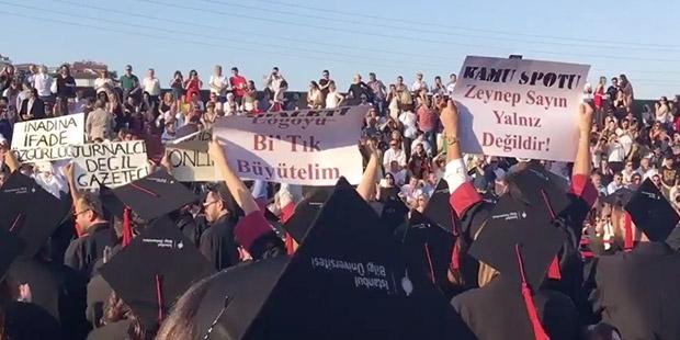 Öğrencilerin sırt çevirerek protesto ettiği Bilgi Üniversitesi Rektörü istifa etti