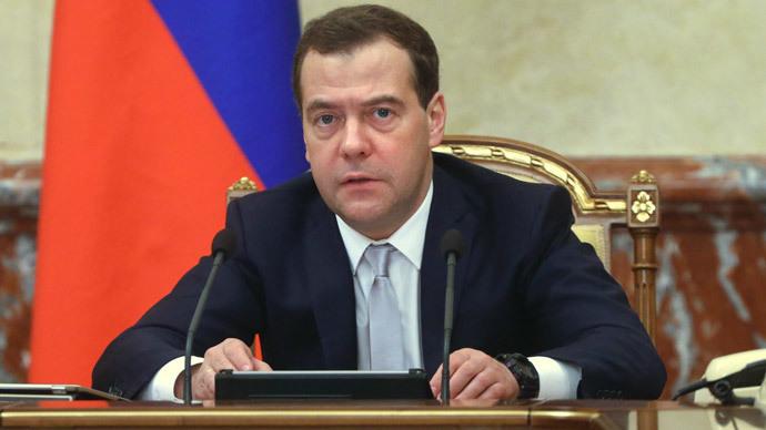 Medvedev beklenen imzayı attı
