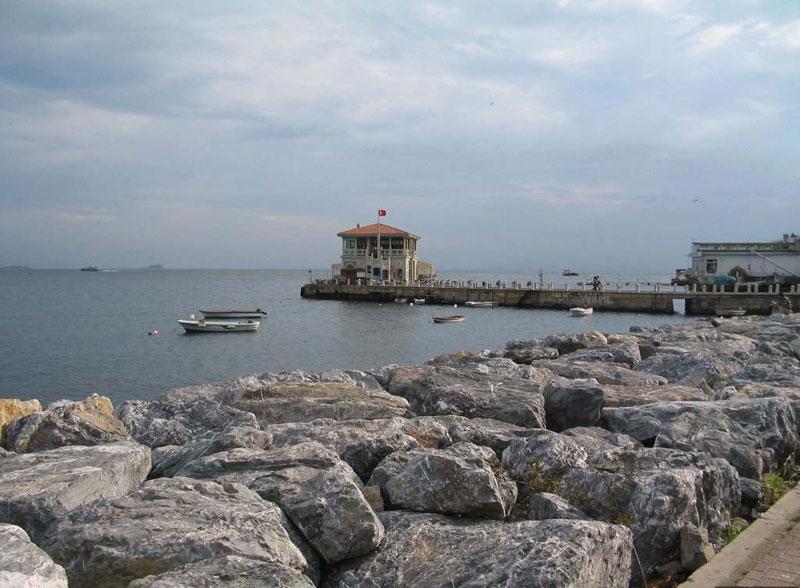Kadıköy Moda sahilinde içki içenlere gerici saldırı