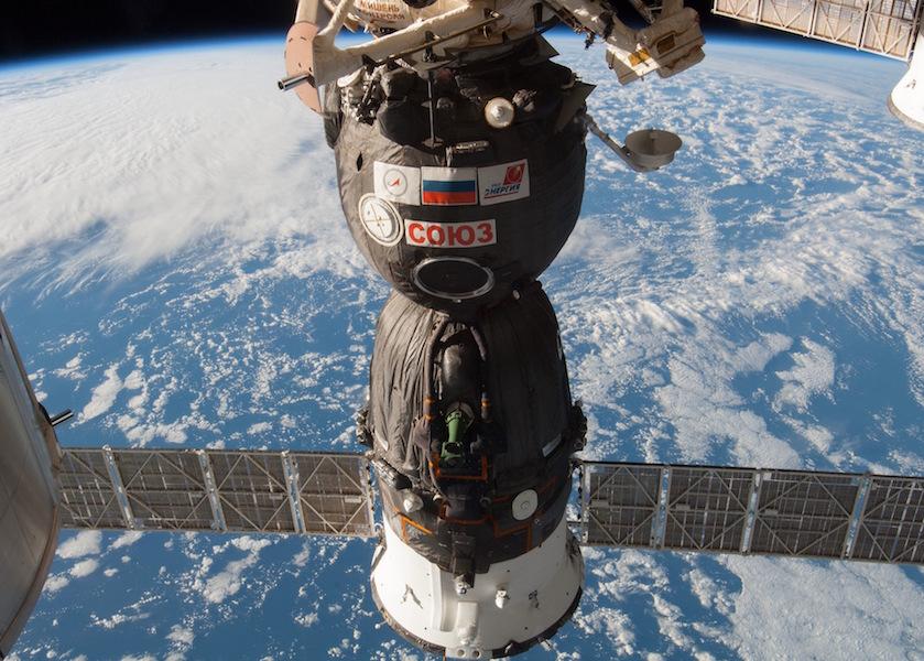 Yeni Soyuz kapsülü UUİ'ye kenetlendi