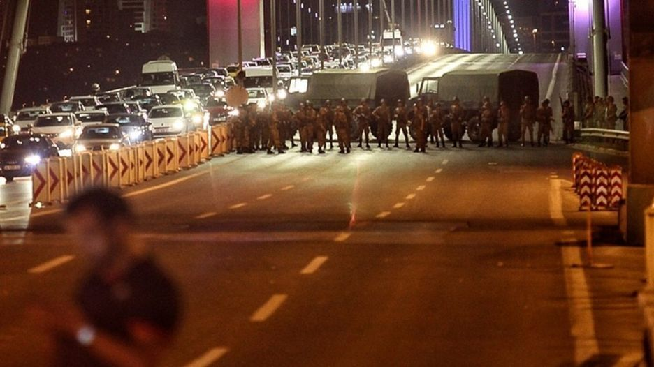 VİDEO | Köprüde linç edilen askerlerle ilgili yeni görüntüler ortaya çıktı