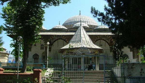 500 yıllık camiyi'küçük' diye yıktılar
