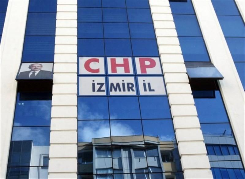 İzmir'de aday adayı olmak için 62 CHP'li görevlerinden istifa etti