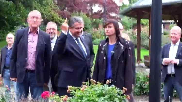 VİDEO | Almanya Başbakan Yardımcısı'ndan Nazilere el hareketi