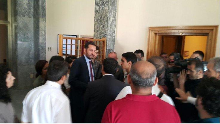 CHP'li vekilin Meclis'te liselilerle basın toplantısına polis saldırısı