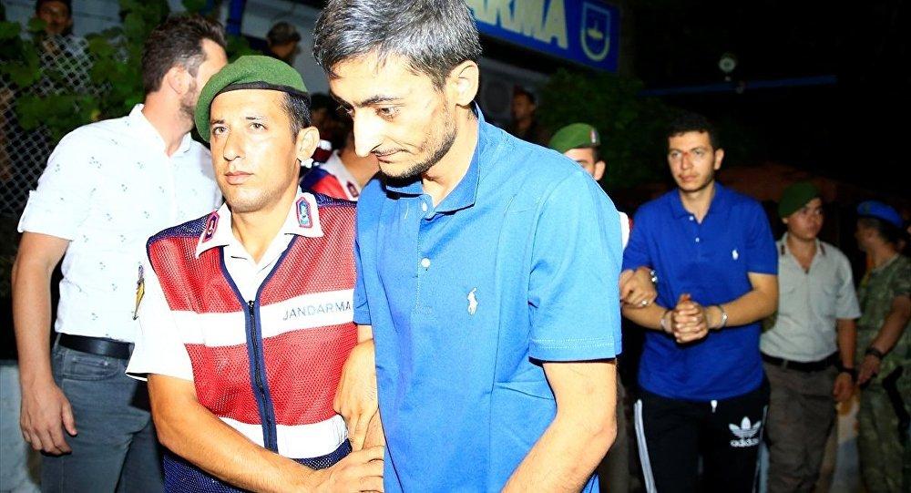 Marmaris'te aranan askerlerden 11'i daha yakalandı