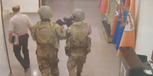 'Kuvvet komutanları merdivenlerde sürüklendi' iddiası
