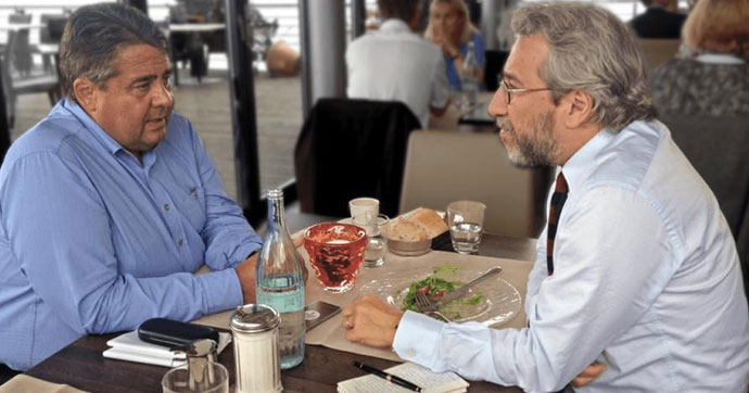 Merkel'in yardımcısından Can Dündar'a övgü: Türkiye'nin onun gibi gazetecilere ihtiyacı var