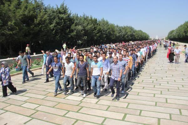 VİDEO | Kapatılan askeri okulların öğrencilerinden Anıtkabir'e çıkarma