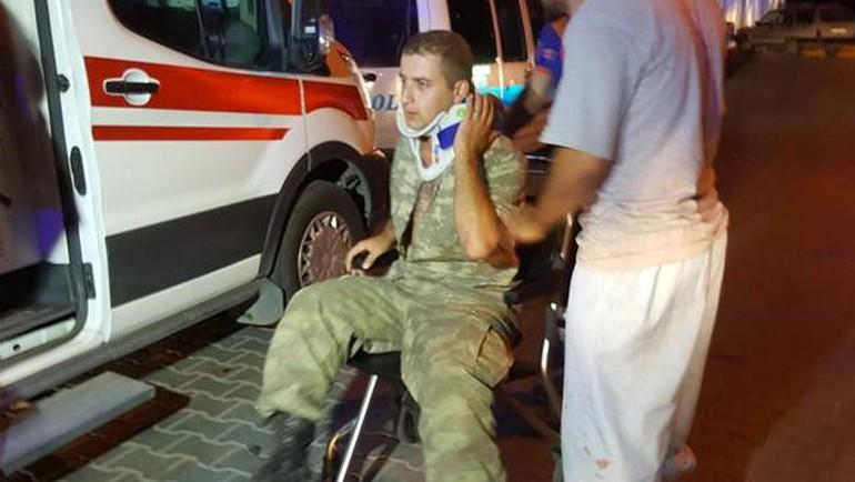 VİDEO | Kışlada kavga: Çok sayıda yaralı asker var