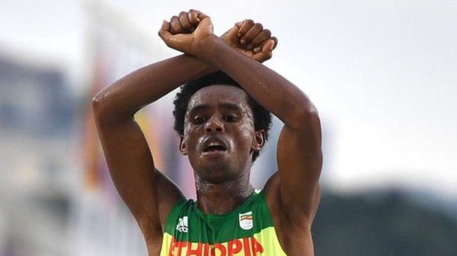 Etiyopyalı sporcudan Olimpiyatlarda protesto