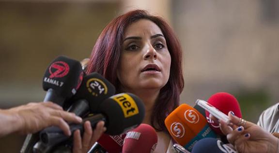 Selina Doğan: 15 Temmuz'dan sonra tüm gazetecilerin pasaportu iptal edildi